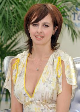 Valerie Bonneton at the photocall promoting the television series &quot;Fais pas ci, Fais pas ca.&quot;